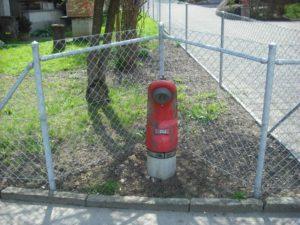 Aussparung Hydrant. Diagonale und horizontale Streben.