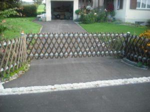 Kreuz-Zaun mit Tor