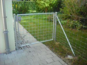 Knotengitter-Zaun. Rohrrahmentüre mit eingeschweisstem Gitter.
